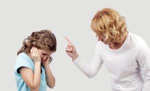 طرق بديلة لحل مشكلة الصراخ على الاطفال في التربية