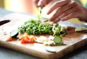 اصنع وجبات غنية بالالياف للحد من الام المعدة