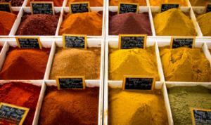 أنواع التوابل والبهارات المفيدة لمطبخك